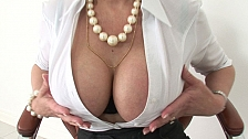 A married ladys cleavage